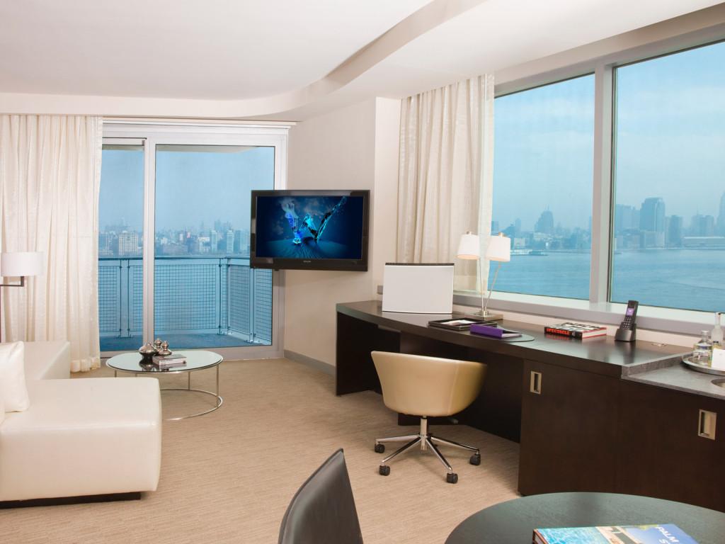 дизайн квартиры угловой с двумя окнами фото #14